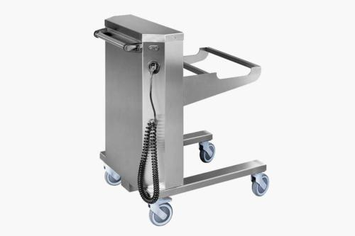 Electric accumulator handling cart with lifting